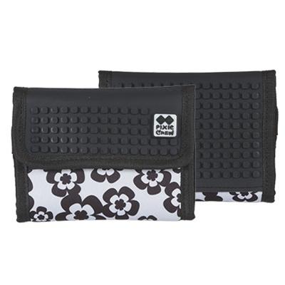 Kreativní pixelová peněženka PIXIE CREW černo bílé květy PXA-10-03