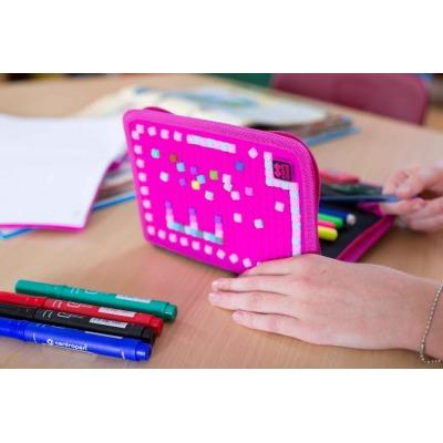 Kreativní pixelový školní penál fuchsiová/černá PXA-04-L15