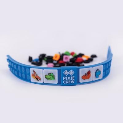 Kreativní pixelový náramek modrý DINO